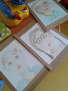 Autoportraits à l'aquarelle des enfants hospitalisées