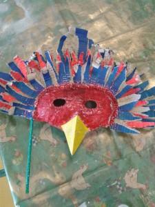 Masque d'oiseau pailletes rouges