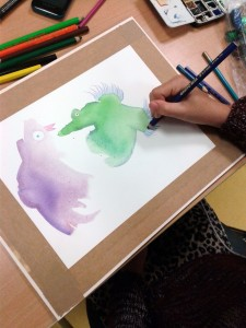 Perroquets apparus dans des taches de couleur