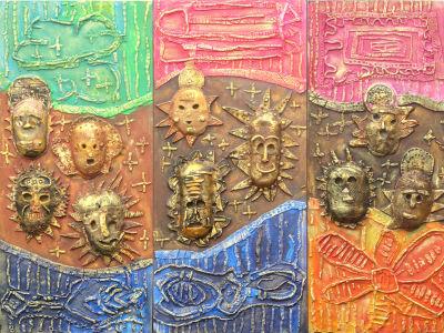 Bas-relief en bois, céramique et argile crue