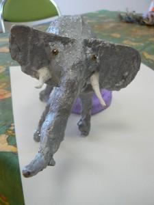 Eléphant en bandes plâtrées