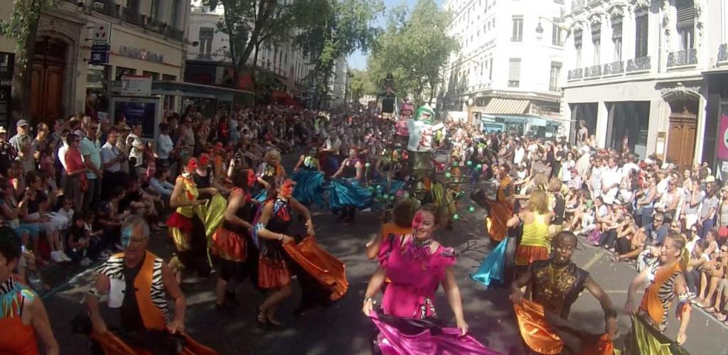 Les danseuses de Rillieux-la Pape dans le défilé