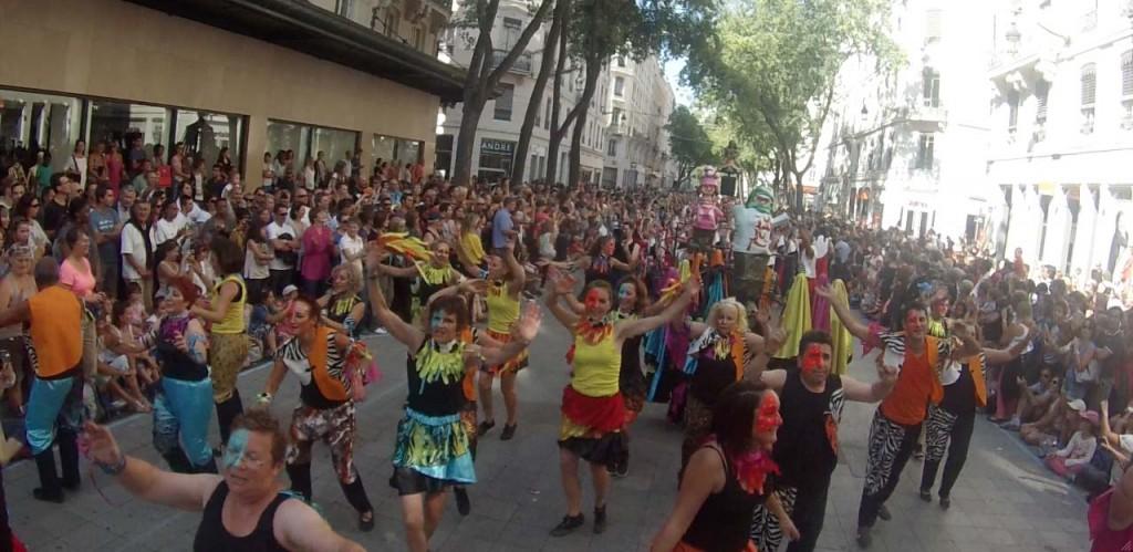 Défilé de la biennale de la danse de Lyon