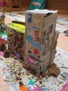 Maquettes d'immeubles à la maternelle