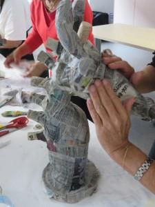Lissage du papier avec les doigts