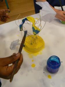 Sculpture jaune et bleue