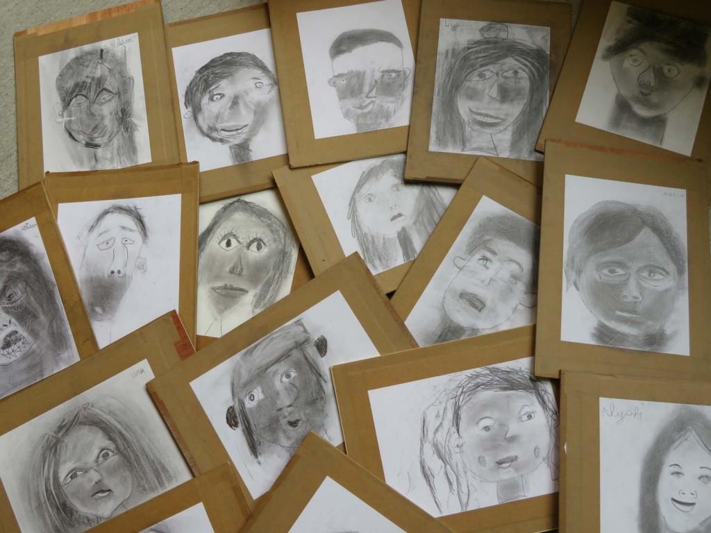 Autoportraits d'enfants au CP