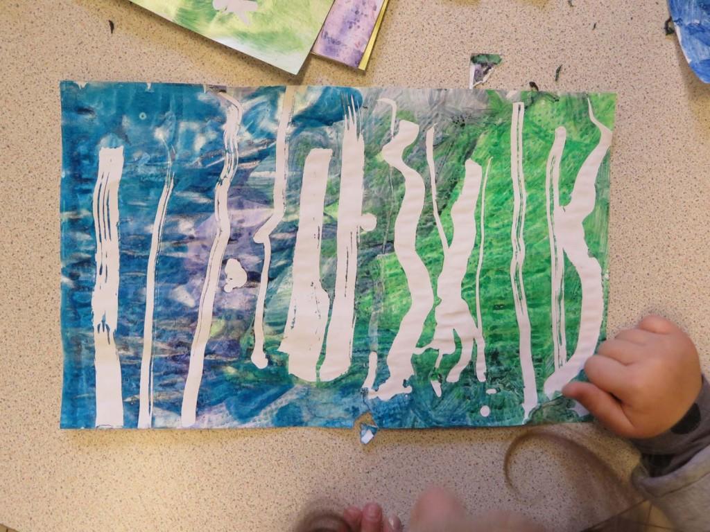 Lignes blanches sur fond bleu et vert