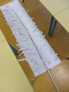 Plume géante en papier