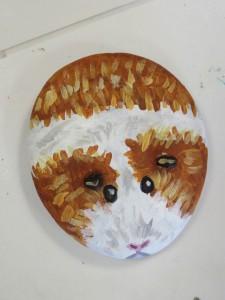 Petit hamster peint sur galet