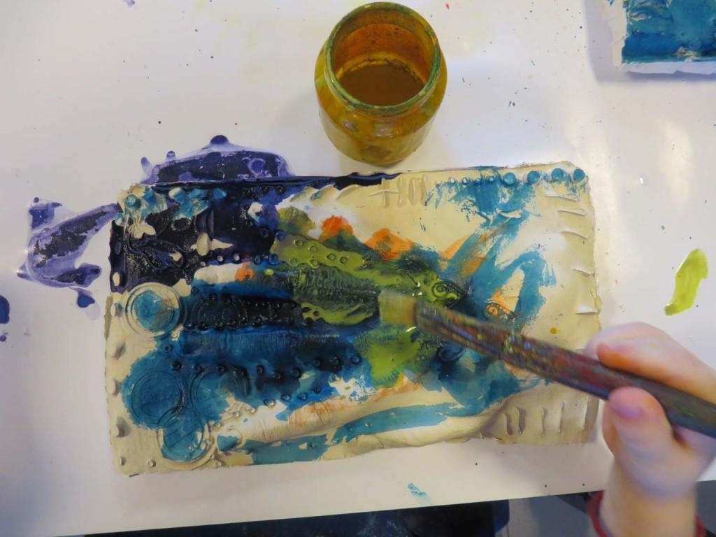 Couvrir tout le plâtre de peinture