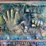 Empreintes de mains d'enfant à la maternelle