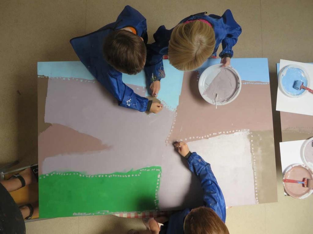 Peindre à plusieurs à la maternelle