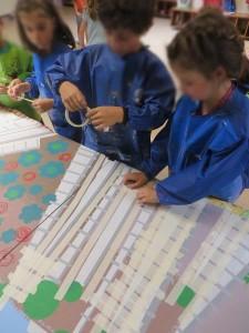 Travail en groupe à la maternelle
