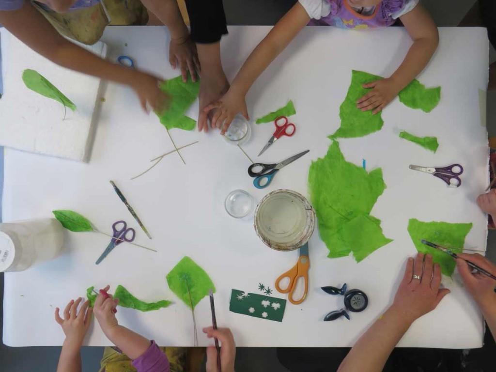 La table de fabrication des feuilles