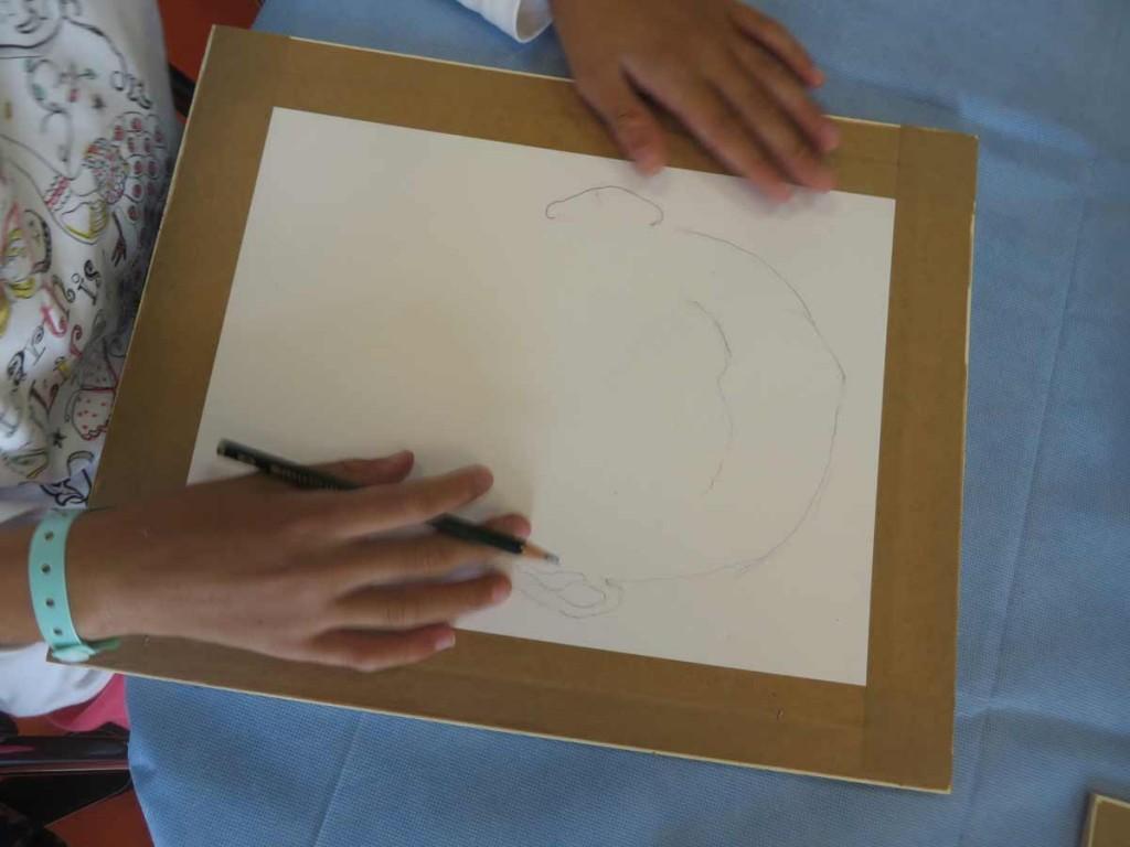 Dessiner son autoportrait au crayon