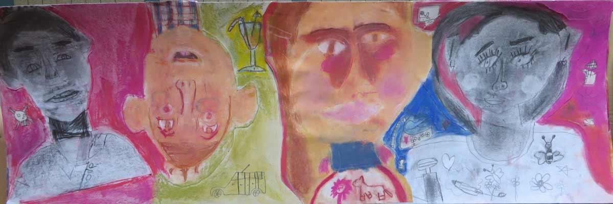 Autoportraits sur fond rose et vert