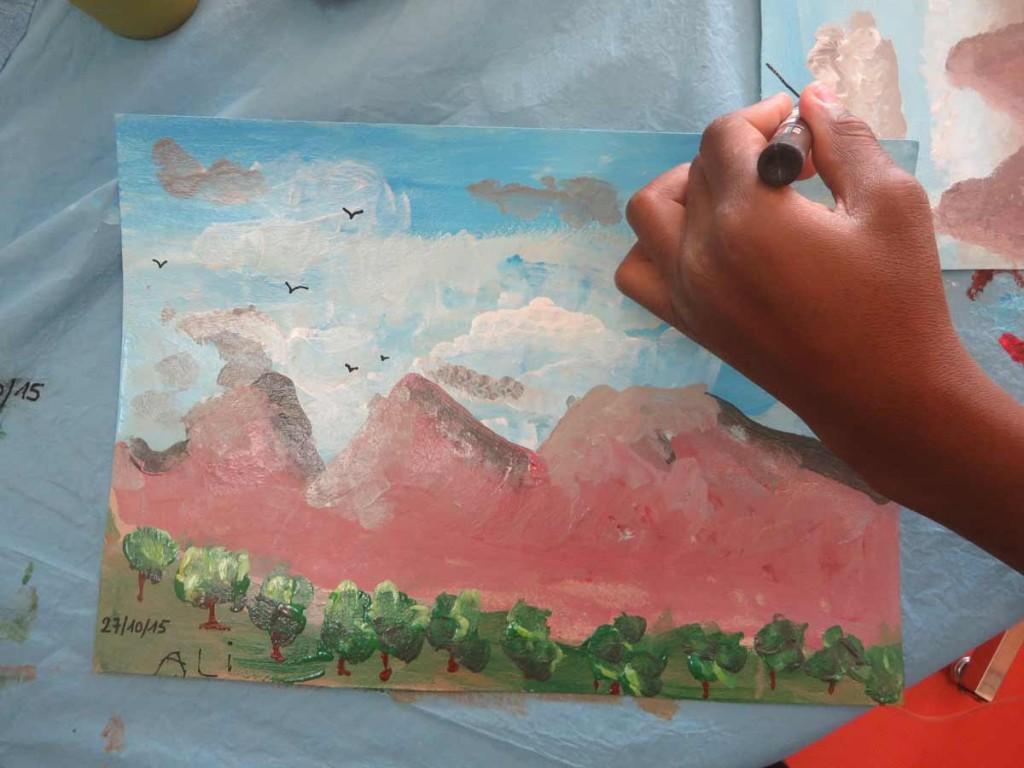 Verger devant les montagnes roses