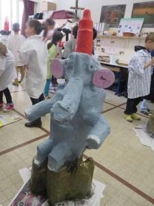 L'éléphnat assis vu de face