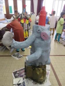 La tour/éléphant vue de profil