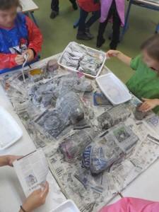 Recouvrir les formes de papier journal