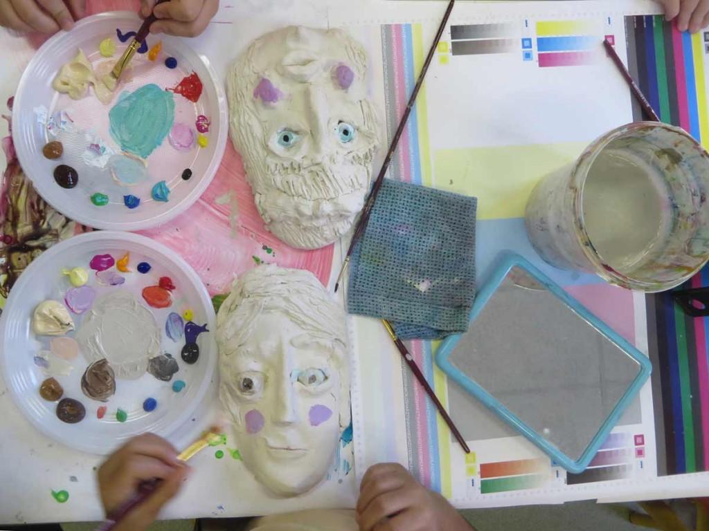 Peinture, pinceaux et miroir