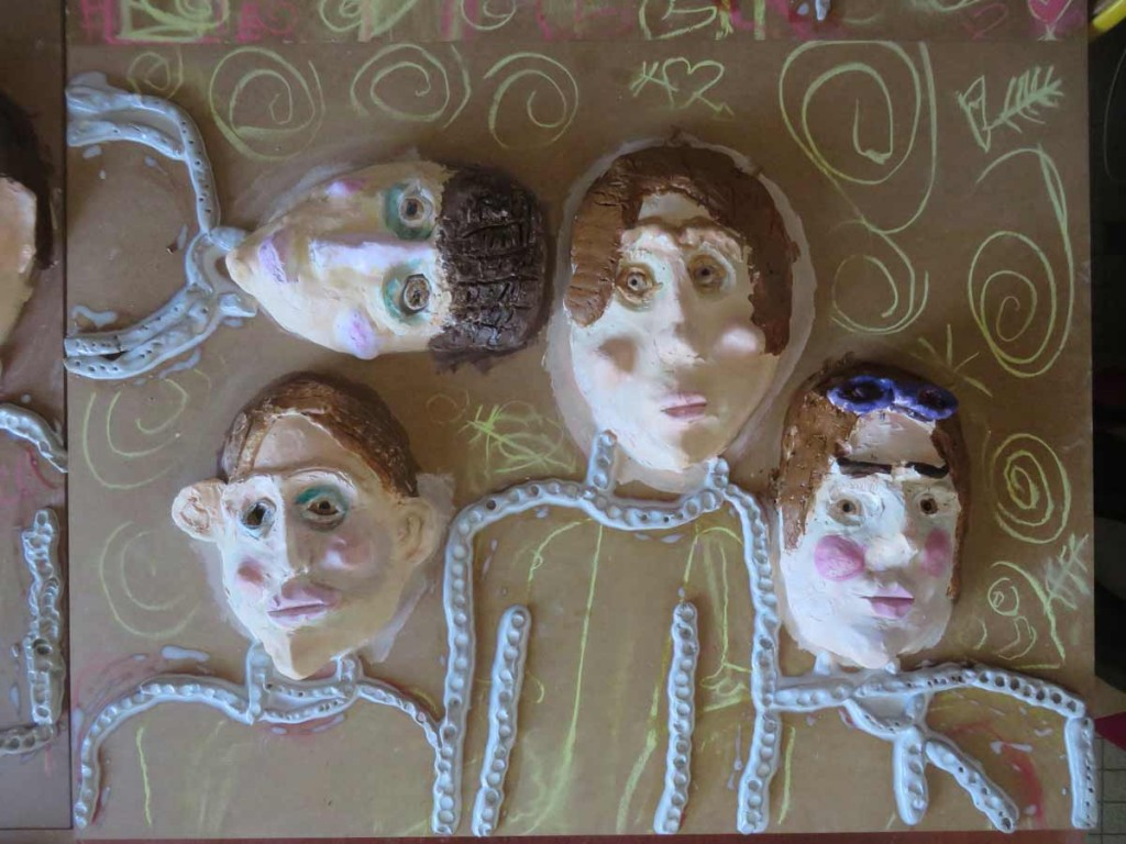 Portraits d'enfants en argile