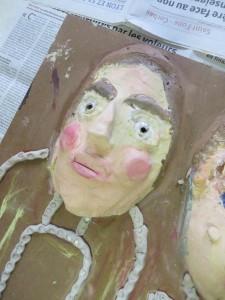 Autoportrait en argile peinte