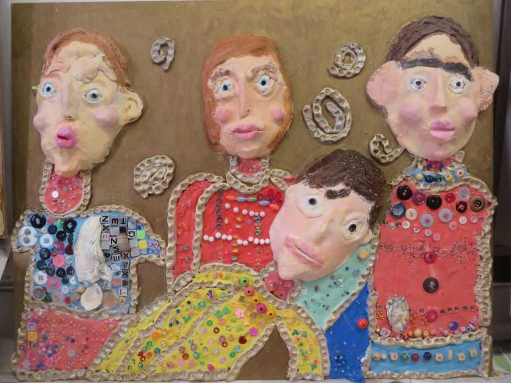 Bas-relief réalisé par des enfants de CE1
