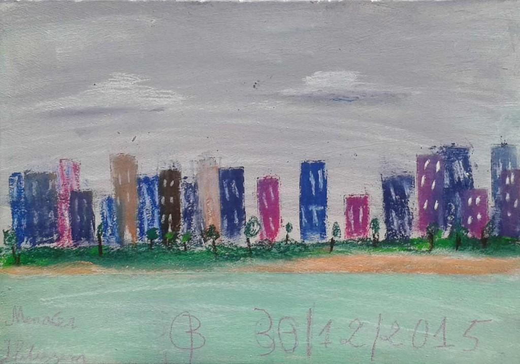Ville colorée et ciel couvert