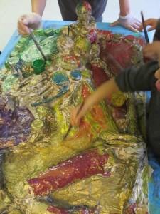 Encre acrylique colorée sur peinture dorée