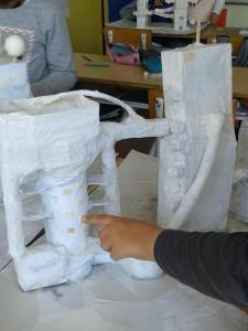 Les maquettes sont recouvertes de papier blanc