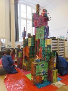 Ville verticale fabriquée par les enfants
