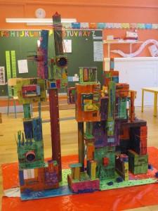 Maquette de ville verticale à la maternelle