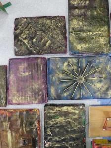 Plaques colorées et cirées