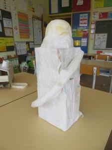 La maquette est recouverte de papier blanc