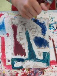Peinture du bas-relief avec des encres