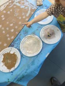 Assiettes de peinture acrylique