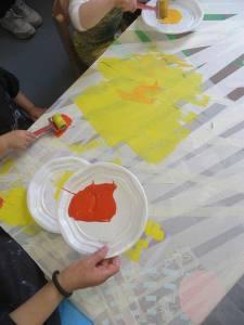 Etaler la peinture au rouleau en mousse
