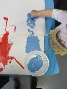 Peindre le vêtements au pochoir