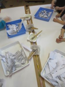 Tri du papier et préparation de la colle