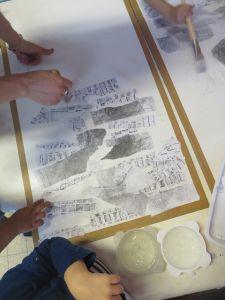 Collage des fragments de papier