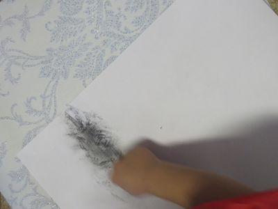 Prise d'empreinte sur du papier peint