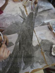 Bandes déchirées de papier sombre