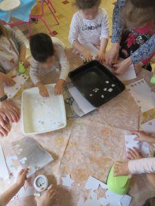 Travail collectif à la maternelle