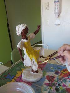 Mise en couleur de la figurine en plâtre