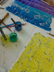 Feuilles peintes avec de l'encre acrylique