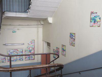 L'exposition occupe la cage d'escalier