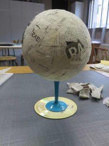 Sphère en papier mâché