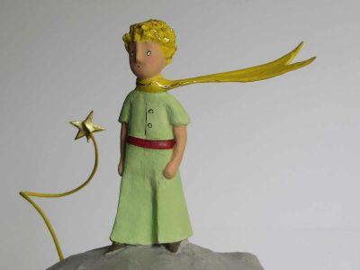 Eclats d'or sur l'étoile, les cheveux et l'écharppe